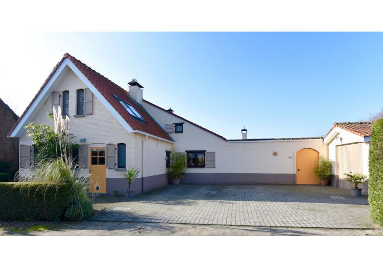 Bassevelde, Villa-landhuis - Unieke alleenstaande woning met 5 slpk, mediterrane tuin, garage en weide - VERKOCHT!