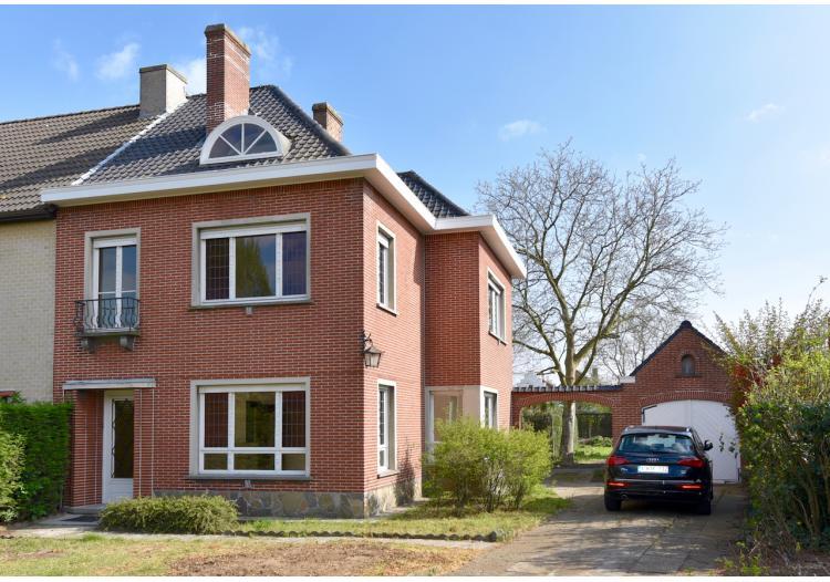 Vastgoed Unicum -     Oostakker, Woning             - Ruime woning met 3+1 slpk, vrijstaande garage en tuin - VERKOCHT !