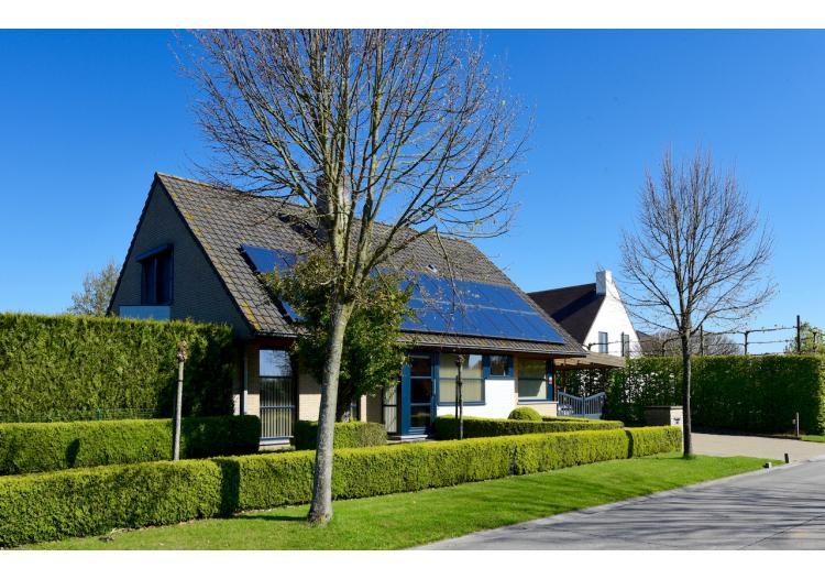 Vastgoed Unicum -     Sleidinge, Woning             - Alleenstaande woning met 5 slpk, dubbele carport en grote tuin - VERKOCHT !