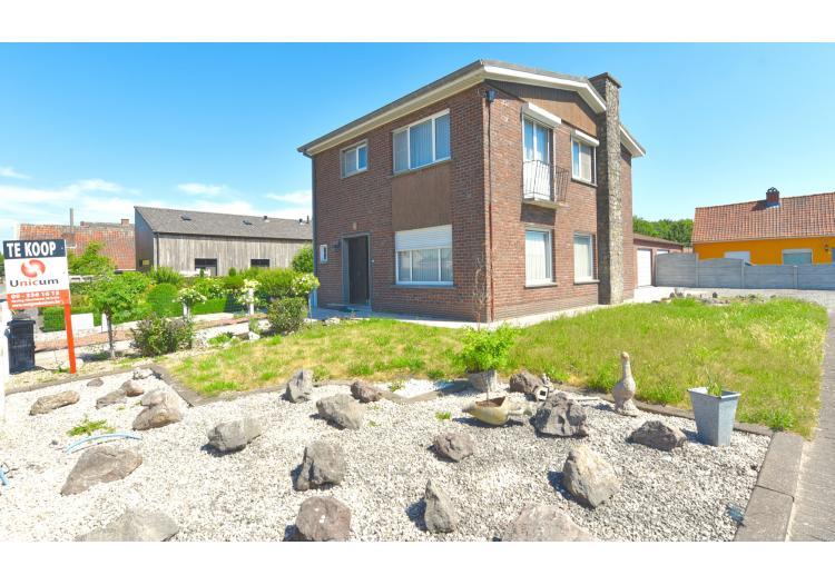 Vastgoed Unicum -     Waarschoot, Woning             - Karaktervolle woning met 4 slpk, tuin en garage voor 269.000 EUR