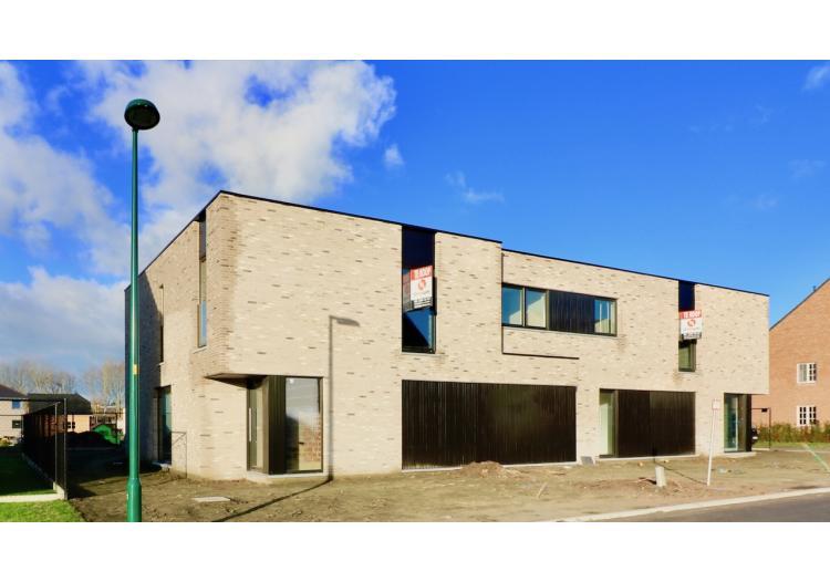 Vastgoed Unicum -     Eeklo, Eengezinswoning             - Unieke BEN-woning met 4 slpk, garage en tuin - VERKOCHT